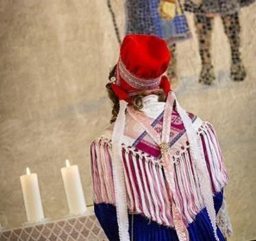 Maarit Magga: Sámi seremoniijat – Saamelaiset seremoniat