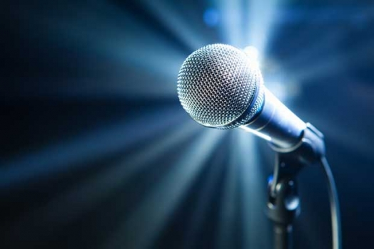 Luostolla lasten karaokeilta Karhussa