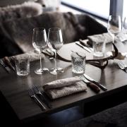 kulta-kitchenbar-table