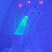 icebar-sculpture1-snowvillage-lainio2011